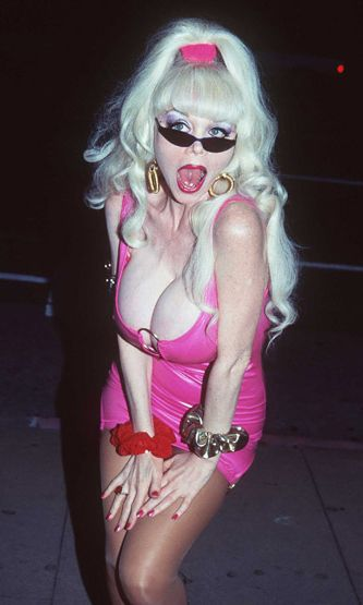 1996: Angelyne I shot Andy Warhol -elokuvan ensi-illassa.