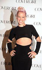 6.8.2012: Pink on uusi Covergirl-kasvo.