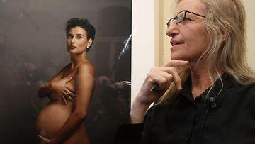 Valokuvaaja Annie Leibovitz ikuisti alastoman Demi Mooren.
