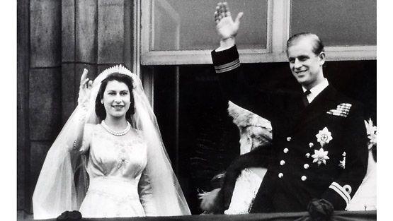 Kuningatar Elisabet II hääpäivänään.