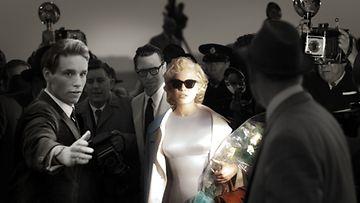 Michelle Williams näyttelee Marilyn Monroeta.
