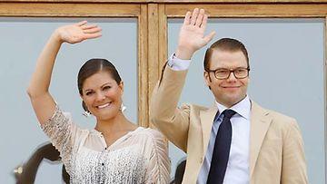 Ruotsin kruununprinsessa Victoria ja prinssi Daniel kiittivät onnitteluista.