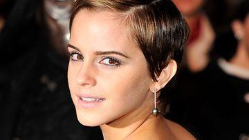 Emma Watson edusti Harry Potter -elokuvan ensi-illassa.