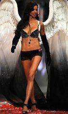 Adriana Lima vuonna 2008 Victoria's Secretin muotinäytöksessä.