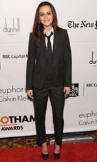 Leighton Meesterin erikoinen pukuvalinta.
