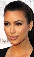 Täydellinen meikkipohja on myös Kimin meikissä tärkeää.