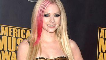 Avril Lavigne on virallisesti eronnut nainen.