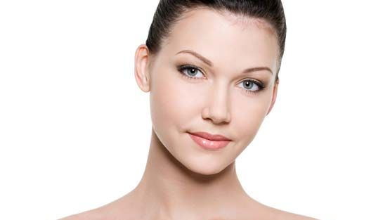 Elokuinen iho kaipaa muun muassa kosteutta ja kuorintaa.