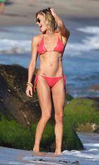 LeAnn Rimesin uudet rantakuvat paljastavat laihan olemuksen.