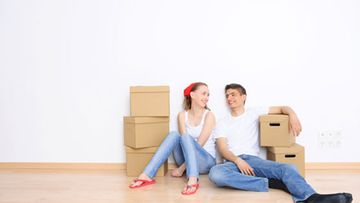 Rakkaus on yksi syy aikaiseen kotoa pois muuttoon.