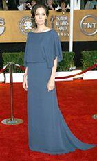 Tällä Bradin valitsemalla mekolla Angelina kohautti vuoden 2009 SAG-gaalassa.
