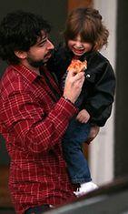Ystävät kiittelevät Aguileran exää, Jordan Bratmania, tasapainoisuudesta, jota tämä tuo Max-pojalle.