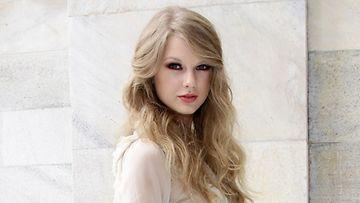Taylor rakastaa laittautumista.