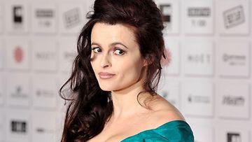 Helena Bonham Carter laiskotteli äitinsä luona 30-vuotiaaksi.