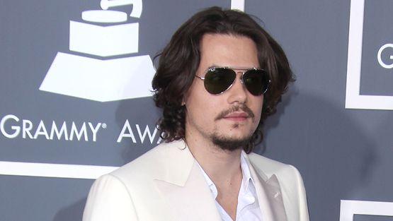 John Mayer on aiemmin seurustellut muun muassa Jennifer Anistonin ja Jessica Simpsonin kanssa.