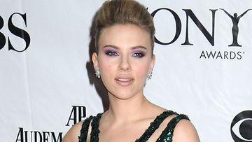 Scarlett ei jäänyt suremaan avioeroaan.