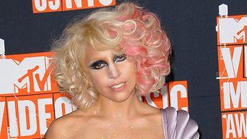 Lady Gagan musta glitter oli kiinnitetty hiusgeelillä vuoden 2009 VMA-juhlassa.