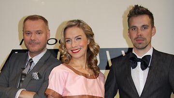 Vakituiset tuomarit Jaakko Selin ja Nora Vilva sekä vieraileva tuomari Teemu Muurimäki.