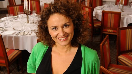 Yhden illan ravintola -realityn juontaja Nadia.