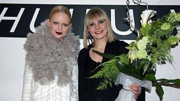 Muodin huipulle -finalisti Linda Sipilä ja mallinsa Elina.