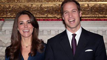 Prinssi William ja Catherine Middleton julkistivat kihlauksensa  16.11.2010