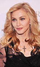 Madonna hajuvetensä Truth or dare -lanseeraustilaisuudessa 2012.