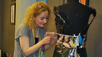 Laura työhuoneella. Kuva: MTV3.