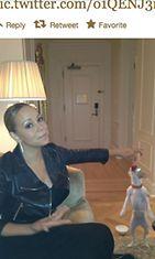 Mariah Careyn koira osaa temppuja.