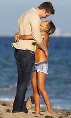 Ashley Tisdale ja poikaystävä