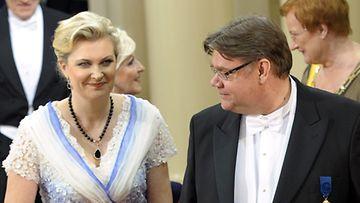 Perussuomalaisten presidenttiehdokas Timo Soini ja vaimo Tiina
