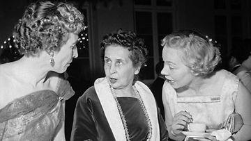 Linnan juhlien muotia vuodelta 1956.