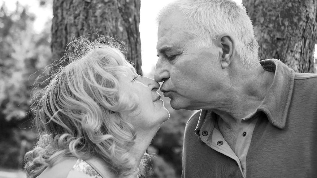dating 50 vuotta vanha mies ei koskaan naimisissa vapaasti viesti Cougar dating