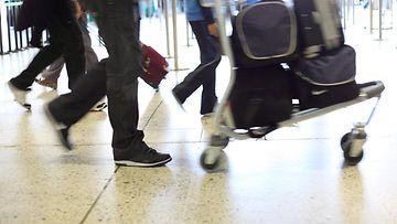 2. Lentokentällä