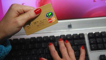Tietoturva-asiantuntijan mukaan luottokorttitietojen hakkeroiminen on helppoa.
