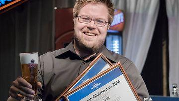 . Baarimestari Juha Sorsa Tampereen Gastropub Tuulensuusta valittiin Suomen olutmestariksi 2014.