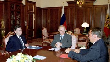 Russian President Vladimir Putin (C) meets with Telecommunications Minister Leonid Reiman (L) and Minister of Press, Television and Radio Broadcasting Mikhail Lesin (R) in the Kremlin in Moscow on Monday, 28 August 2000. Putin obliged the ministers to do their best in reconstructing the broadcasting in Moscow and Moscow region after a fire at the Ostankino TV tower on Sunday, that killed four people, also cut all TV boadcasting in the region.