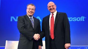 Nokian johtaja Stephen Elop ja Microsoftin johtaja Steve Ballmer Lontoossa 11.2.2011.