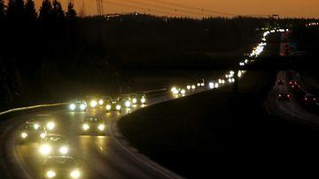 Poliisi valvoo tehostetusti ajovalojen käyttöä ensi viikolla.