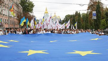 Ukrainians carry a giant EU flag during a parade to mark the Ukrainian Independence Day, in downtown Kiev, Ukraine, 24 August 2013. Ukrainians celebrate the 22nd anniversary of the Act of Declaration of Independence of Ukraine that was adopted by the Ukrainian parliament on 24 August in 1991.