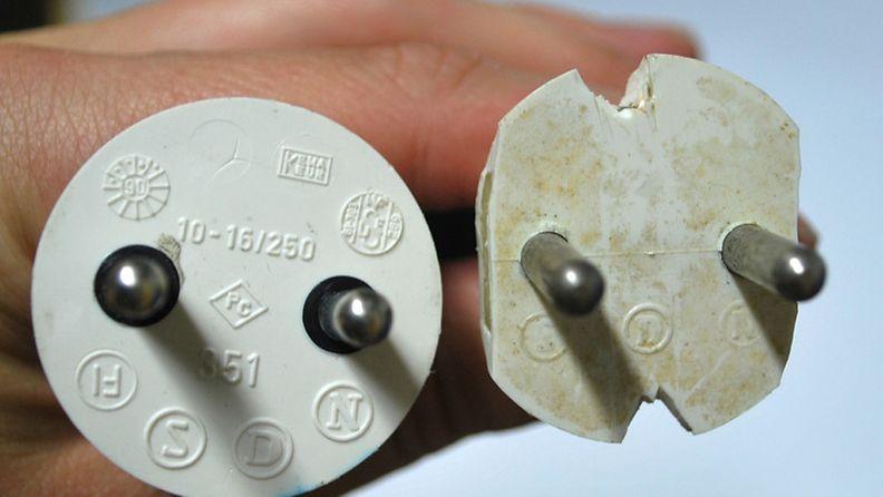 Kirpputoreilta on löytynyt tällaisia puukolla veisteltyjä pistotulppia.