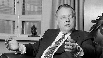 Elanon pääjohtaja Ylermi Runko kuvattu työhuoneessaan 21. maaliskuuta 1980.