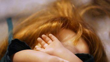 Lapsiin kohdistuvaa väkivaltaa piilotellaan.