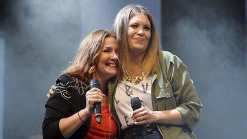 Irina ja Laura Närhi valloittivat Huvilateltan.