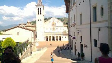 Spoleto, pääaukio ja katedraali.jpg