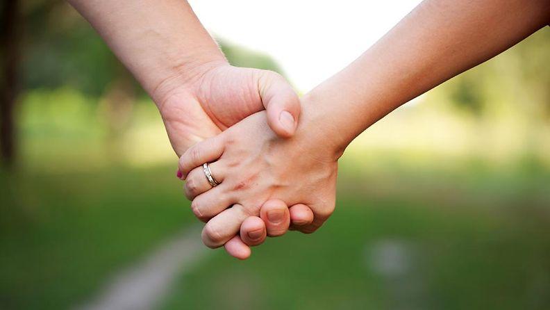 4. Käsi kädessä.jpg