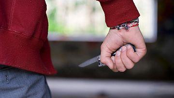 2. Mies veitsen kanssa.jpg