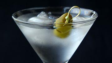 Drinkkeihin saa lisää näyttävyyttä valitsemalla martinilasin.