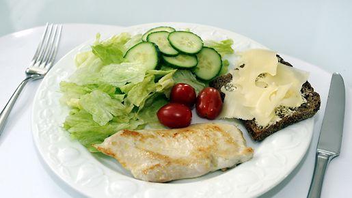 Huoltoasemilta saa runsaasti terveellistä ruokaa.