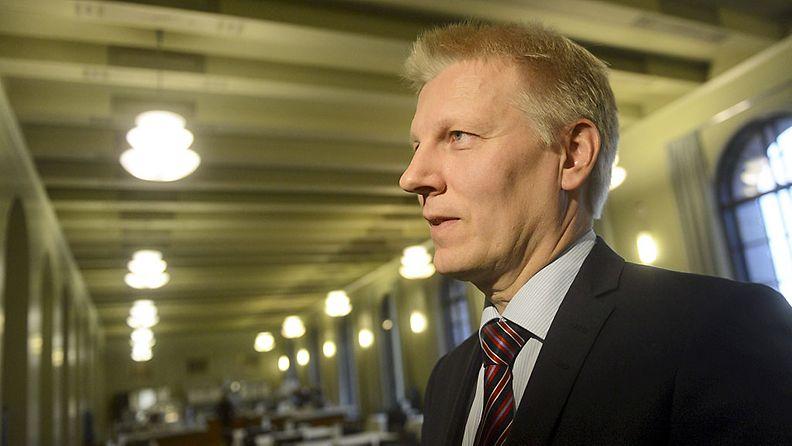 Eduskuntaryhmän puheenjohtaja Kimmo Tiilikainen Keskustan tiedotustilaisuudessa Helsingissä 22. lokakuuta 2013. Keskusta esitteli tilaisuudessa omia rakenneuudistuksiaan sekä budjetti- ja verolinjaansa.