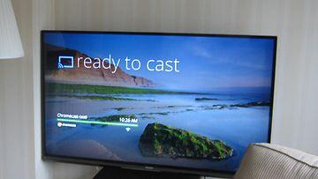 Kuvia ja videoita televisiolle langattovasti siirtävä Googlen Chromecast -laite